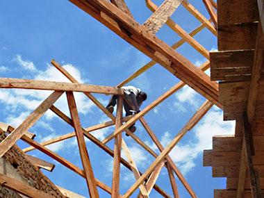 Arbeiten am Dachstuhl in Mbammabay